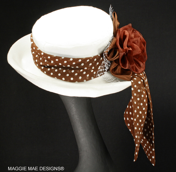 Sallita Der6-042 white Derby hat with chocolate polka dots